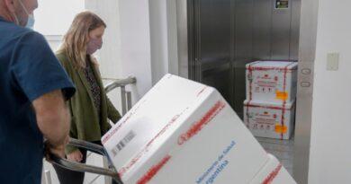 Llegaron los 2 millones de dosis a la Argentina con las que el Gobierno busca acelerar la campaña de vacunación.