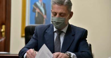 Arcioni promulgó la ley que instituye el 13 de noviembre como Día Nacional de la Lucha contra el Grooming