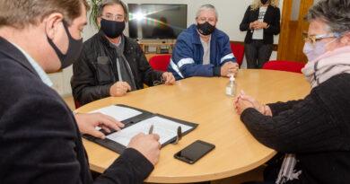 """Biss firmó con Camuzzi acuerdo marco de cooperación del programa """"Hagamos un buen papel"""""""