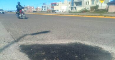 Vialidad Provincial realizó trabajos de bacheo en Playa Unión
